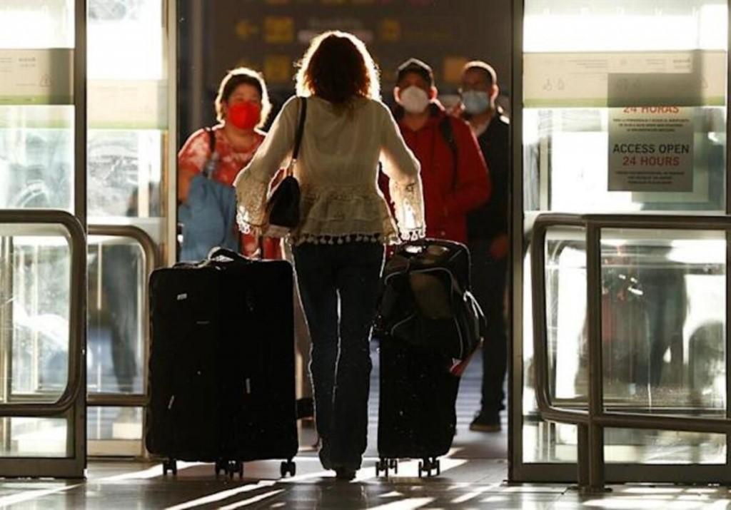Francia impondrá cuarentena de diez días a viajeros que lleguen de la Argentina.